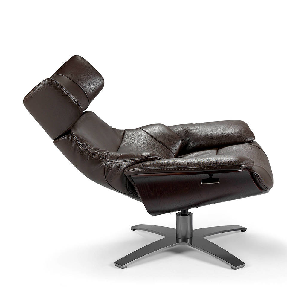 Swivel armchair upholstered in leather with reclining backrest relaxation mechanism